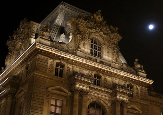 1-A-louvre-detail-at-night